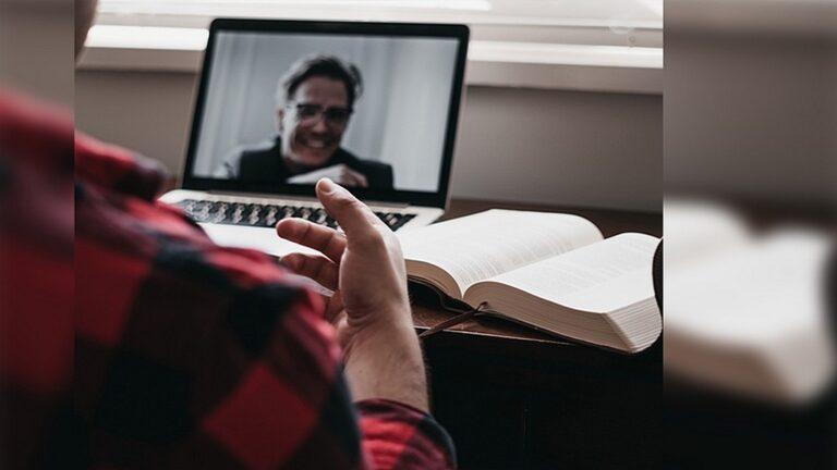 Интернет и цифровые отношения помогают в духовном путешествии